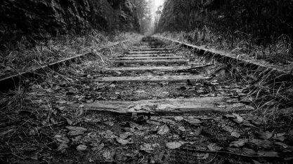 black-and-white-perspective-railroad-285286