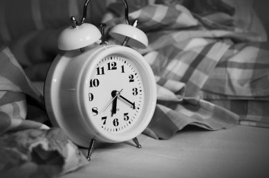 alarm-clock-analogue-bed-271818